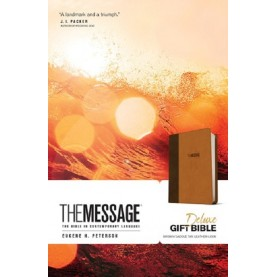 Eugene H. Peterson- The Message Deluxe Gift Bible (Brown/Saddle Tan Leather-Look)